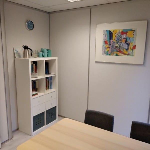 Fijne spreekkamer om met klanten/cliënten in gesprek te gaan tijdens coachings- of therapiesessies.